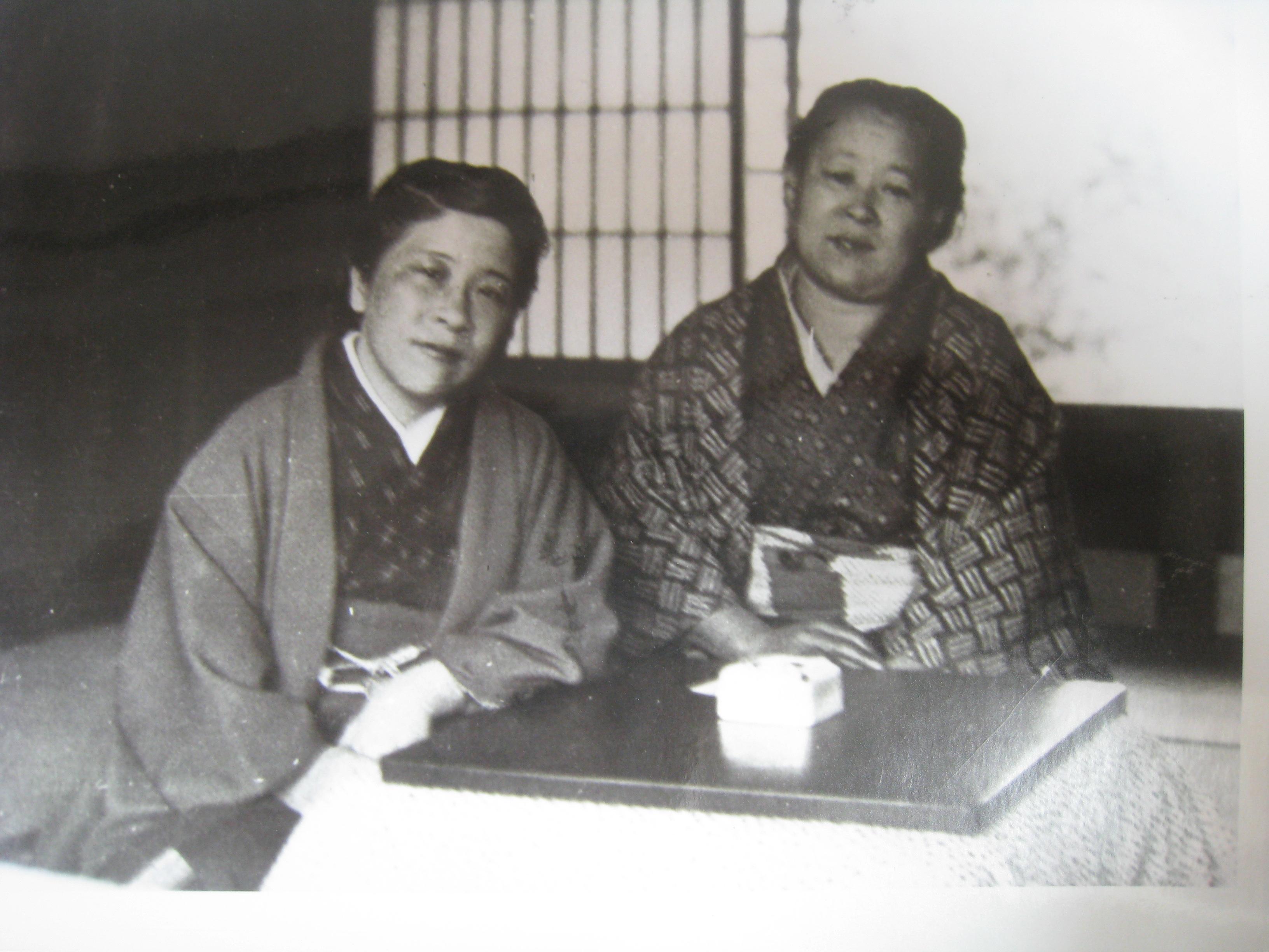 1 林芙美子と小林まつさん.jpg